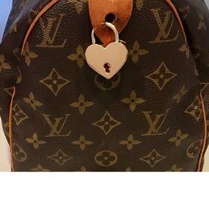NWT 1 Heart Padlock and 1 Key